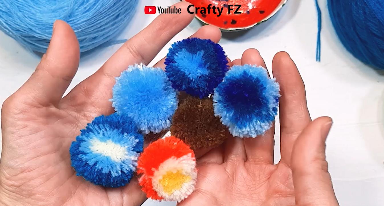 how to make yarn pom pom with crafty fz